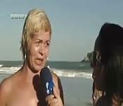 Un jour sur une plage nudiste