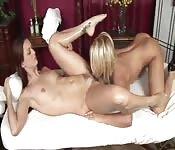 Un massaggio sexy per una moretta
