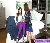 MILF Eva Long lesbo sex with Skye West