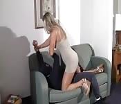 Elle s'occupe du cambrioleur