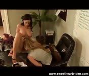 Sesso lesbico in ufficio
