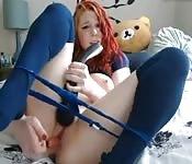 Una camgirl mignotta si masturba