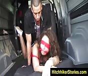 Auto-stoppeuse salope utilisée et abusée