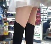 Une vidéo sous la jupe nous montre ce qu'on voulait.