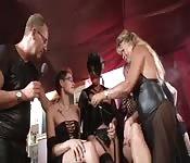 Allemands dans du sexe en groupe excitant