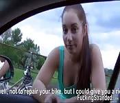 Jenny la dà via per un passaggio