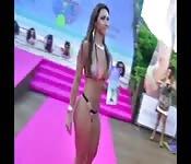 Competizione di gnocca sexy in bikini