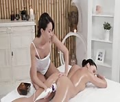 Massage chaud et sexy avec vibrateur