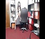 Un ardiente espectáculo webcam en su oficina