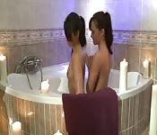 Sensuale amore lesbo sotto la doccia