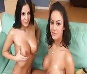 Cazzo latino soddisfa due donne