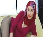 Una ragazza araba da sola
