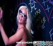 La pornostar Britney Amber si sgrilletta