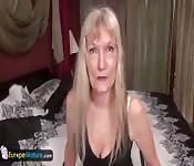 Mature granny Cindy masturbation