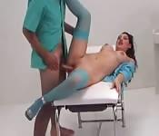 Baise avec un médecin dans la salle d'opération