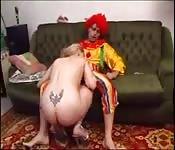 Une autre vidéo bizarre avec un clown