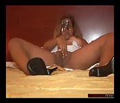 Peruvian amateur plays with herself