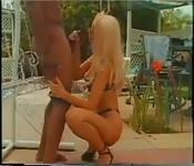 Son homme l'espionne pendant qu'elle baise un grand black