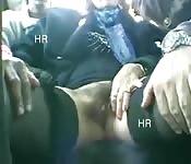 Être coquine sur le siège arrière