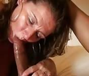 Scopare la madre della moglie sul divano