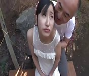 Japonaise excitée dans un bukkake avec des vieux