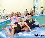 Tout le monde dans la piscine!