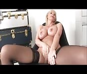 Solo show with blonde MILF.