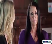 Cutie convinces milf in trying lesbian