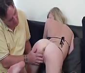 Devastando un culo estrecho
