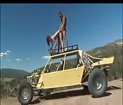 Scopa Gigi River sopra un auto