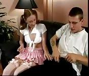 Unschuldiges Girl lässt sich in den Po bumsen