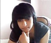 Una bella araba si spoglia in webcam