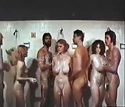 Une orgie vintage sous la douche