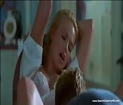 Charlize Theron in una scena eccitante
