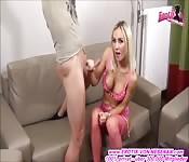 geile dünne blonde milf in pink