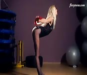 Fit Elena shows off her gymnast naked body