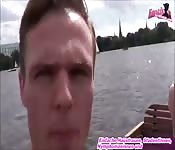 Öffentlicher blowjob auf dem boot