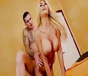 Un massage très sexuel.