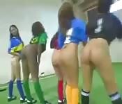 Un match de foot avec des culs