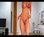 Sexy ragazza bionda fa cose sexy
