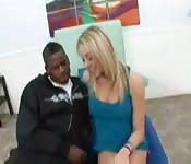 Une fille blonde pour un gars afro-américain