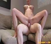 Blonde sexy passe à l'essai
