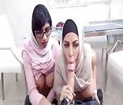 Mutter und Tochter, beides Araberinnen, ficken riesige Schwä...