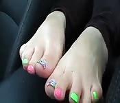 Lei è orgogliosa dei suoi piedi carucci