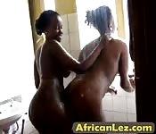 African amateur lesbian gets fingered