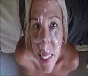 Lei ha una maschera di sborra addosso