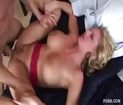 Blonde MILF mit großen Titten bei wildem Fick