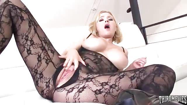 Bella ragazza di colore si scopa stallone bianco - Porno Pizza