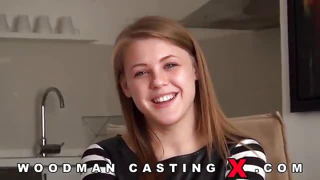 Premier casting pour cette blonde à grosse poitrine
