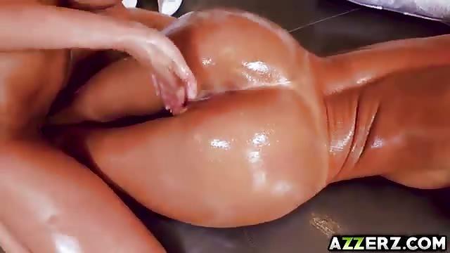 Волосатые круглые большие бедра масло массаж жопа